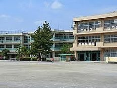 鶴川第三小学校(547m)