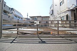 全区画すっきりとした整形地。周辺は低層住宅広がる静かで落ち着いた住環境です。