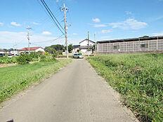 敷地北側の4.5m公道、東方向