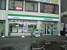 駅前のファミリーマート