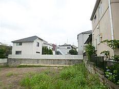 敷地裏手隣地からの写真です。