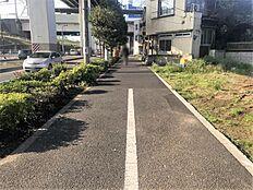 歩きやすいように歩道にも区切りがついています。
