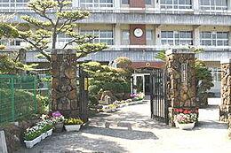 小学校長田小学校まで1100m