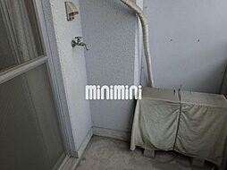 アーバンMのベランダに洗濯機置き場があります