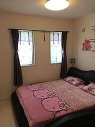 7帖ある洋室はシンプルな壁紙なので、お好きなインテリアを楽しめますね