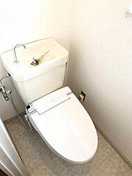 1・2階にトイレあり。階段を降りなくてもいいので、高齢者の方も便利です