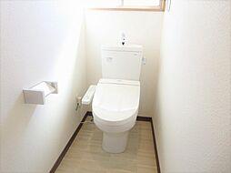 リフォーム済トイレです。TOTO製の温水洗浄便座トイレに交換しました。直接お肌に触れる部分なので、新品だと嬉しいですね。