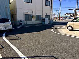 周辺道路は綺麗に舗装されています