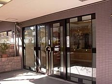~新規内装リノベーション 安心のアフターサービス保証付き 住宅ローン減税適合物件 東南向きに角部屋に付き陽当り・通風良好 断熱性、遮音性に優れた服装ガラス使用 全室エアコン付き~