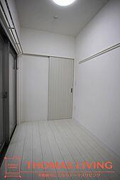 ラファエロの白を基調とした洋室で明るいお部屋になっています。