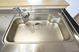 簡単にきれいなお水が飲める浄水器カートリッジ内蔵型水栓。