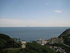 お部屋から海と浮かぶ伊豆大島の眺め