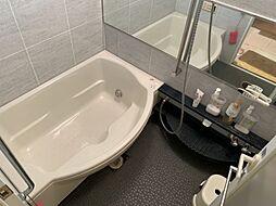 広々とした清潔感のある浴室で疲れた体を癒すことができますね