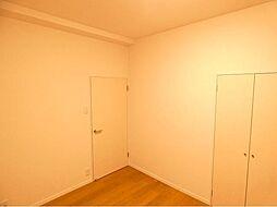 6帖の洋室で広々空間です。
