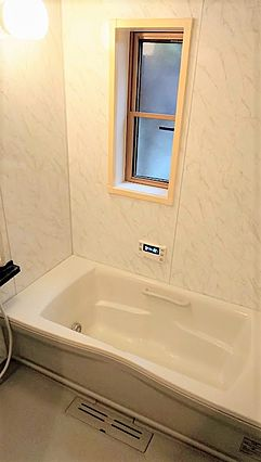 広々とした浴室...