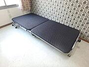折り畳みのベッドで間取りを有効に使えます。