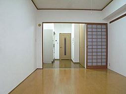 西田ビルの洋室