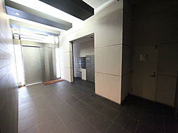 グラン・アベニュー西大須のエントランス  防犯カメラ付 オートロック 宅配BOX