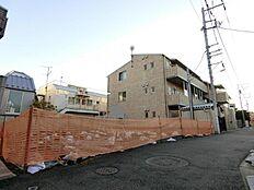本物件は「第1種低層住居専用地域」に所在しております。 近隣には高層の建築物が少ない環境です。
