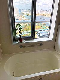 風呂(1620タイプの広いバスルームから望める東京スカイツリーは絶景です。一日の疲れを癒しながら眺望をお楽しみください。)