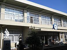 つくば市立谷田部小学校(85m)